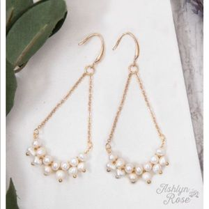 Jewelry - 🛍NEW! Boutique Gold & Pearl Trapeze Earrings
